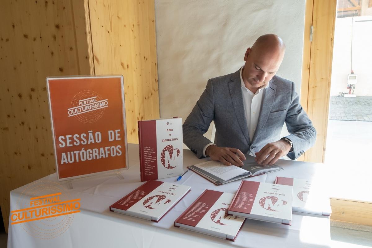 """Paulo Pinto Santos """"Ama o Marketing"""""""
